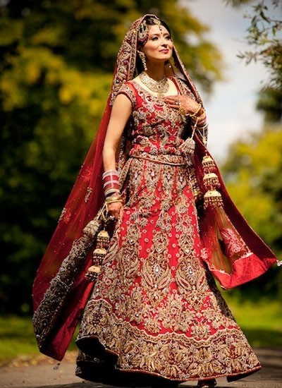 Feel superb with this maroon designer bridal lehenga