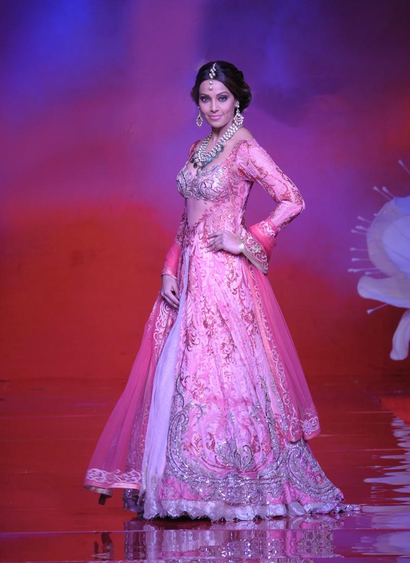 Famoso Net Wedding Dress Ornamento - Ideas de Vestido para La Novia ...