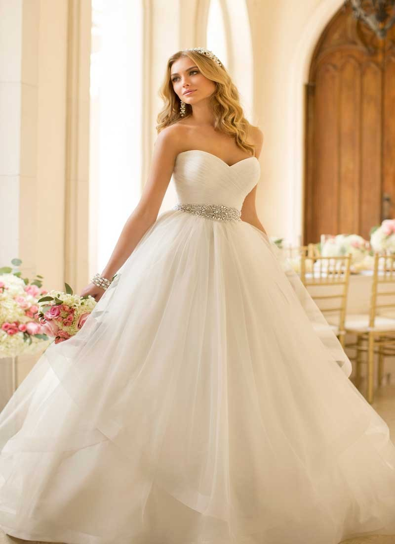 Sweetheart Strapless White Wedding Gown At Zikimo
